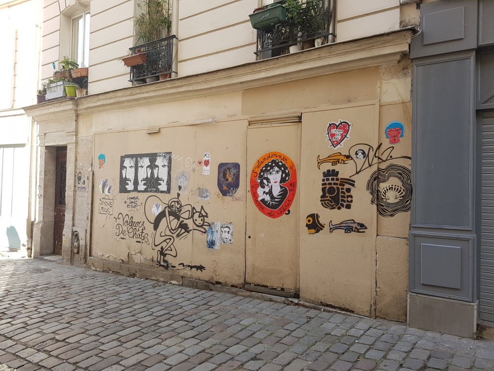 street art rue des abbesses paris